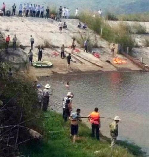 Nhảy xuống hồ cứu con, cả gia đình 7 người chết đuối-1