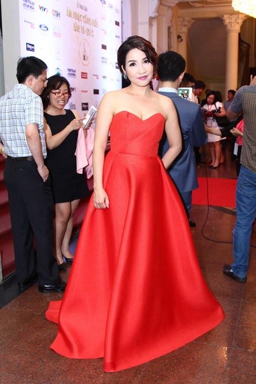 Diva Mỹ Linh U40 buông lơi vai trần gợi cảm-3