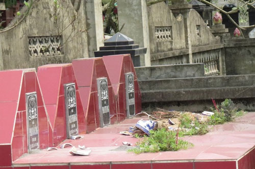 Hải Phòng: Hàng trăm ngôi mộ bị phá trong đêm-1