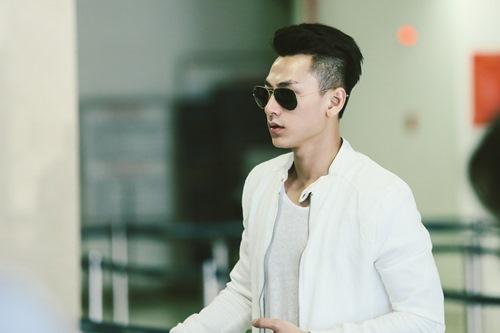 isaac cuc dien trai va nam tinh tai san bay - 3