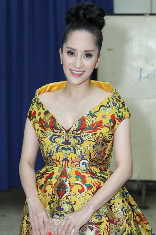 """khanh thi """"be"""" bung bau 7 thang tinh tu ben phan hien - 2"""