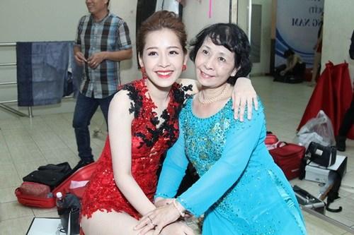"""khanh thi """"be"""" bung bau 7 thang tinh tu ben phan hien - 17"""