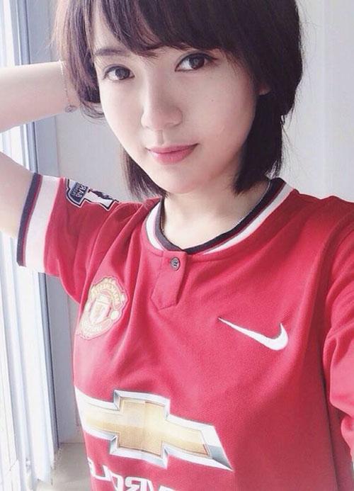 'hot girl mu' xinh ngat ngay gay 'bao' cong dong mang - 1