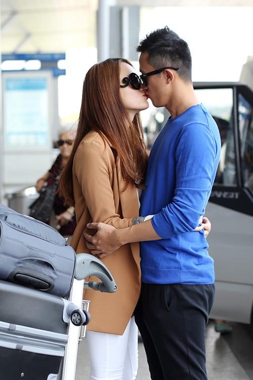 huong giang idol hon ban trai viet kieu tai san bay - 3