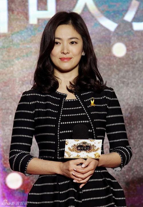song hye kyo tuoi roi ben vo chong y nang tinh - 1