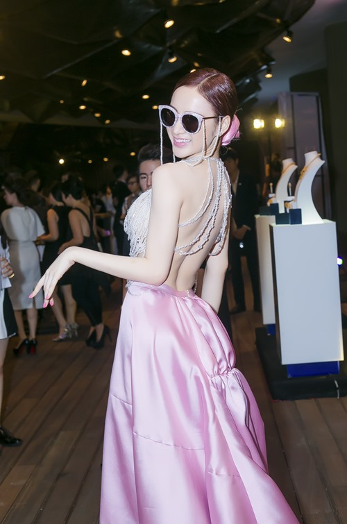 angela phuong trinh tiep tuc gay 'bao' tai su kien - 3