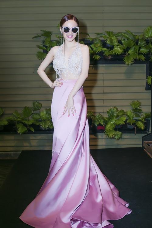 angela phuong trinh tiep tuc gay 'bao' tai su kien - 6