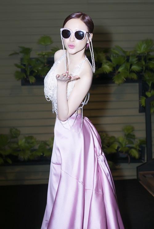 angela phuong trinh tiep tuc gay 'bao' tai su kien - 7