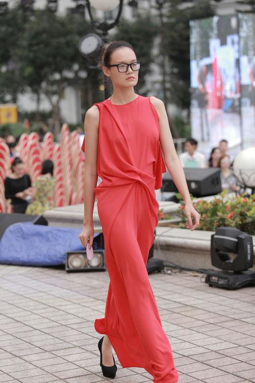 chan dai tat bat tong duyet truoc dep fashion runway - 6