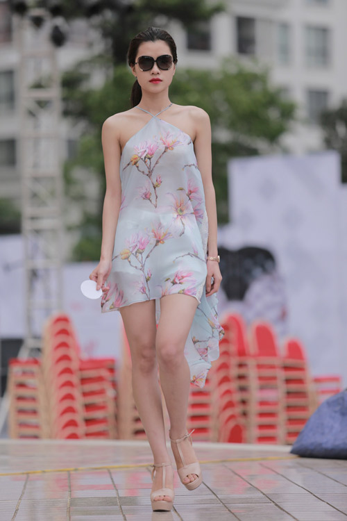 chan dai tat bat tong duyet truoc dep fashion runway - 9