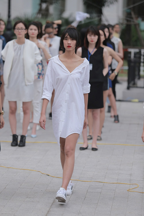 chan dai tat bat tong duyet truoc dep fashion runway - 17