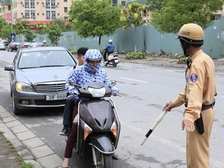 hn: 10 ngay, phat hon 1.300 truong hop khong doi mbh cho tre - 1