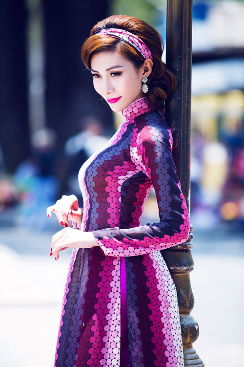 nguoi mau chuyen gioi dien ao dai van 'cong' - 5