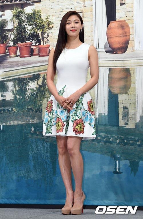 ha ji won lan dau khoe chị gái truoc gioi truyen thong - 4