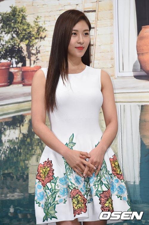 ha ji won lan dau khoe chị gái truoc gioi truyen thong - 5