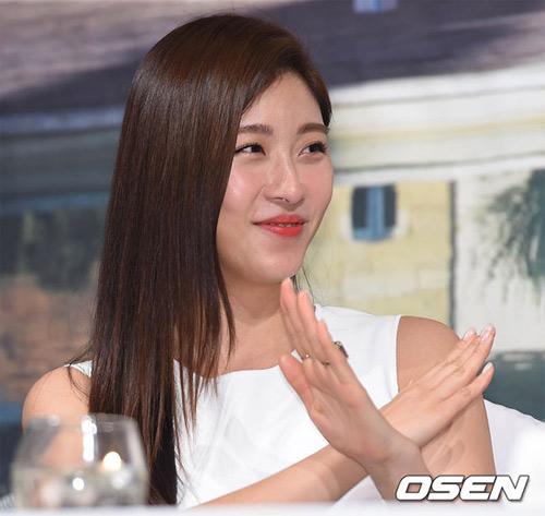 ha ji won lan dau khoe chị gái truoc gioi truyen thong - 3