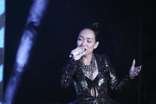 "mai phuong thuy dep rang ro, thao trang ""khoe than"" kin dao - 11"
