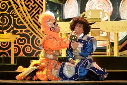 """tran thanh - dai nghia lam """"dau trau, mat ngua"""" trong show hai moi - 1"""