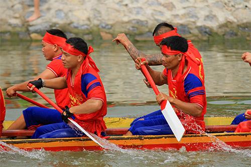 nghin nguoi doi nang co vu boi thuyen - 11