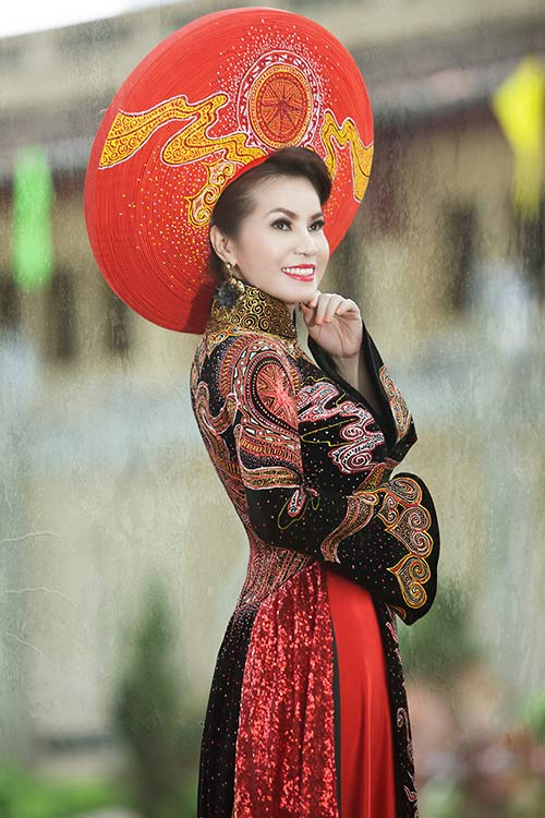 hh kim hong sang trong voi ao dai mung 30/4 - 13
