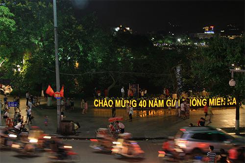 nguoi dan thu do xuong duong choi dip nghi le - 5
