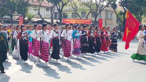 hao hung le dieu binh, dieu hanh mung dai le 30/4 - 4