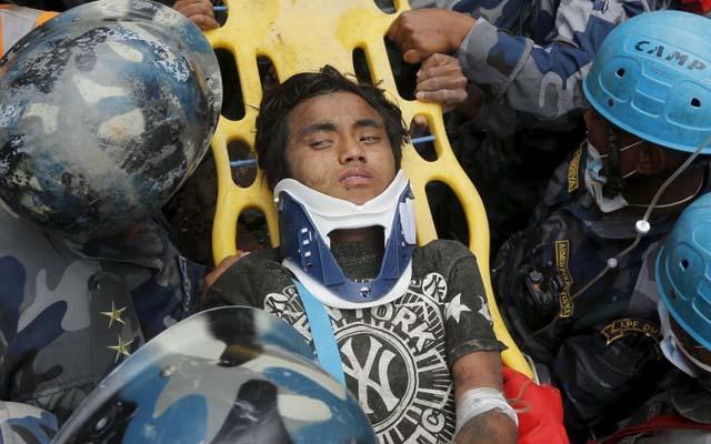 nepal: cau be 15 tuoi con song sau 5 ngay bi chon vui - 2