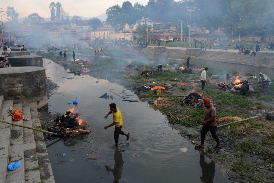 dong dat nepal: 6.204 nguoi chet, thu do nang mui tu khi - 1