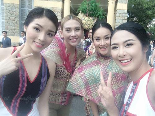 vu thu phuong dien bikini khoe dang tren bai bien - 12