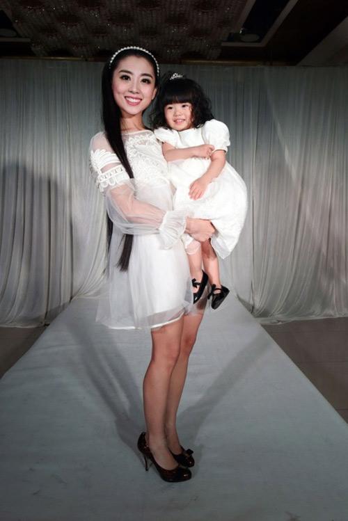 choang voi show hang hieu cua be gai 2 tuoi - 13