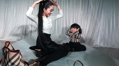 choang voi show hang hieu cua be gai 2 tuoi - 4