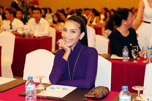truong thi may tha thuot ao dai tim ben dan my nhan viet - 6