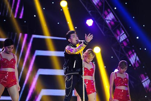 isaac - chang hoang tu thoi trang cua san khau the remix - 3