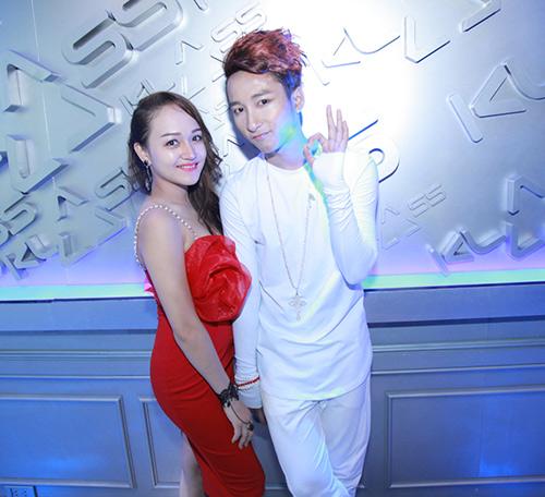 """""""ban sao"""" son tung duoc chao don khong kem """"ban chinh"""" - 5"""