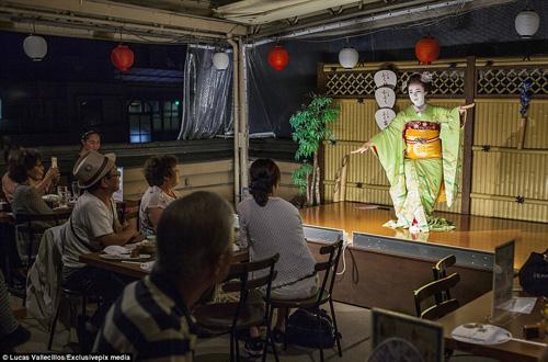kham pha cuoc song ben trong cua geisha nhat ban - 11