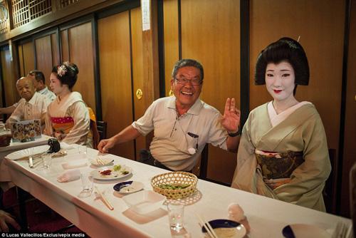 kham pha cuoc song ben trong cua geisha nhat ban - 13