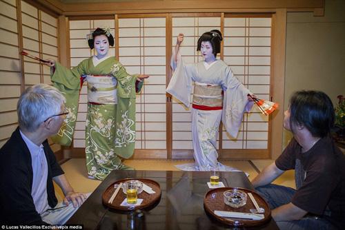 kham pha cuoc song ben trong cua geisha nhat ban - 2