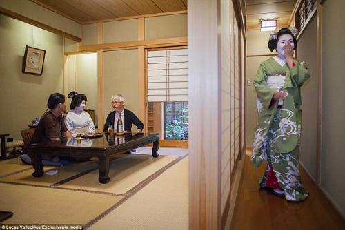 kham pha cuoc song ben trong cua geisha nhat ban - 3