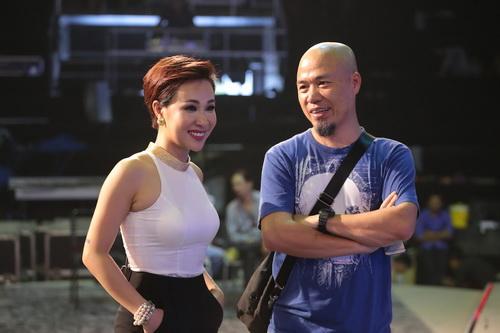 "uyen linh lam khach moi huong dan ""top 5 nam idol"" - 2"