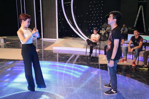 "uyen linh lam khach moi huong dan ""top 5 nam idol"" - 8"
