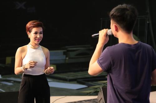 "uyen linh lam khach moi huong dan ""top 5 nam idol"" - 7"