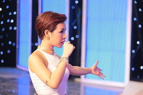 "uyen linh lam khach moi huong dan ""top 5 nam idol"" - 4"