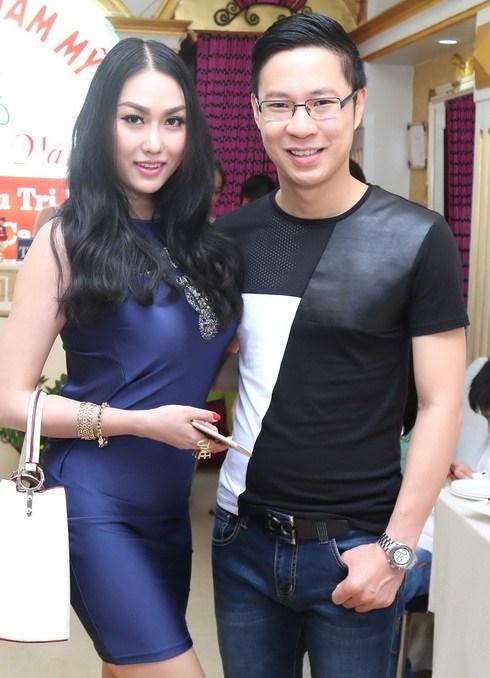 phi thanh van duoc chong cham soc het long - 15