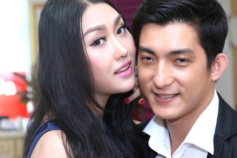 phi thanh van duoc chong cham soc het long - 3