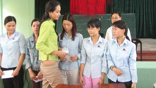 """vay ao kem xinh khien mai phuong thuy bi """"mo xe"""" - 14"""