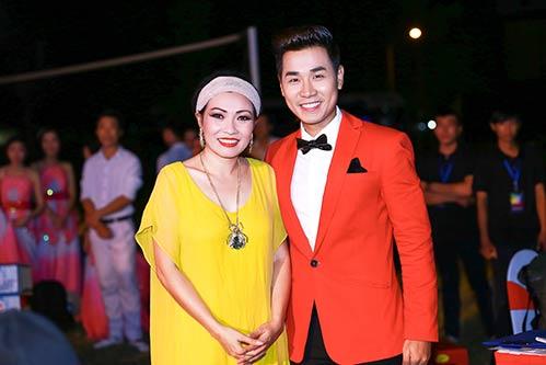 nguyen khang duoc dan chi phuong thanh cham soc - 1