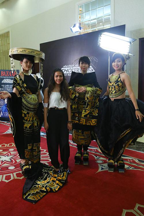 project runway 2015: thi sinh dau tri cang thang - 3