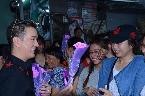 mr dam bat ngo xuong duong tang hoa cho phai dep - 3
