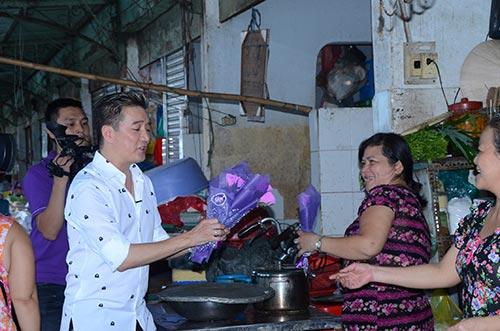 mr dam bat ngo xuong duong tang hoa cho phai dep - 4