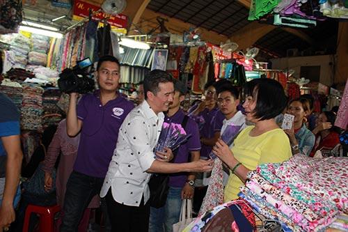 mr dam bat ngo xuong duong tang hoa cho phai dep - 5